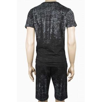 Спортен екип с тениска и къс панталон