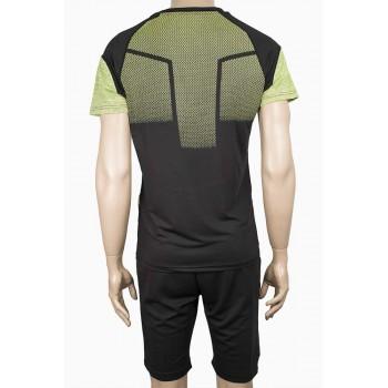 Спортен екип с тениска и шорти