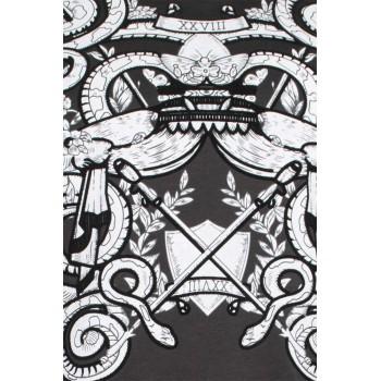 Тениска в черен цвят с бял принт и кадифени орнаменти