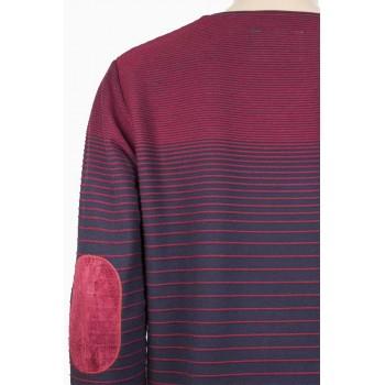 Елегантна блуза с остро деколте в бордо