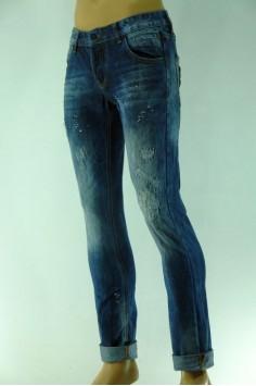 Модерни мъжки дънки с кръпки