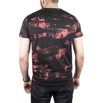 Черна тениска с вълнообразни фигури