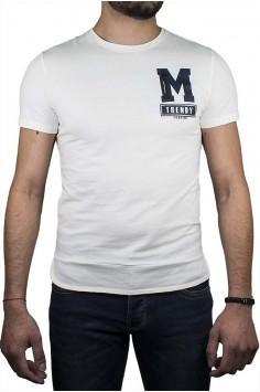 Модерен тишърт в бяло с буква М
